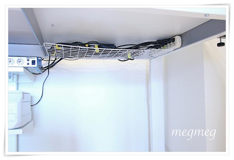 100均ワイヤーネットでケーブル収納