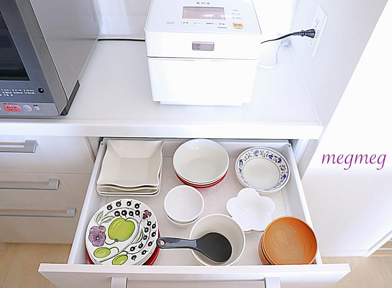 使う頻度に合わせた食器棚収納