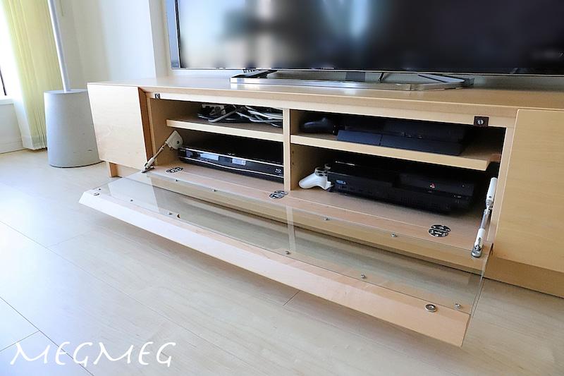 テレビボードにケーブルを収納