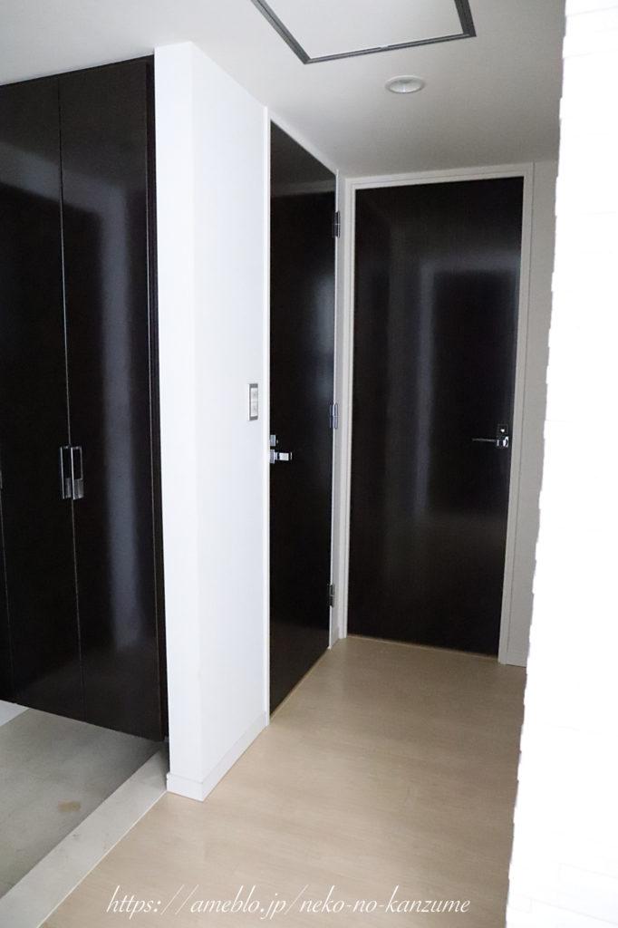 洗面所のドア、ビフォー
