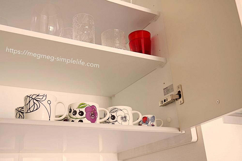 食器棚のカップ類